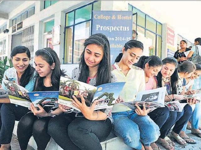 Students-going-through-a-college-prospectus-in-Chandigarh