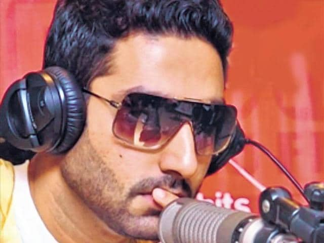 "Abhishek Bachchan: Right Here Right NowFrom rapping/singing Right Here Right (Bluffmaster) to Bol Bachchan's title song and Thayn Thayn (Dum Maaro Dum), Junior Bachchan has sung many songs, and he confesses that he likes singing. ""I enjoy singing songs,"" he had said in an intreview."