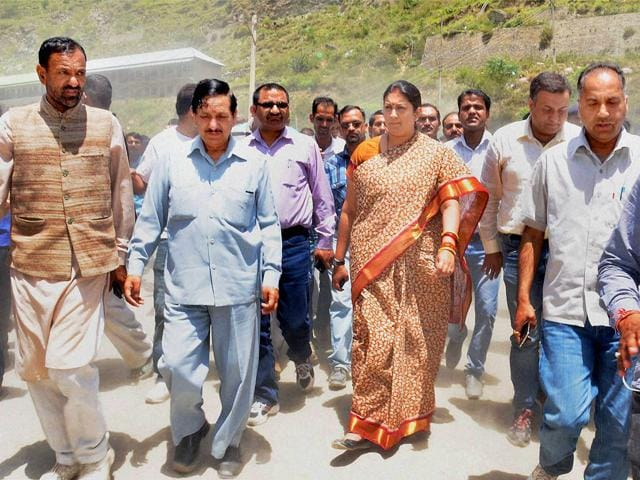 Union human resource development minister Smriti Irani visits the spot in Mandi, a day after 24 engineering students of Hyderabad were washed away in the Beas River. (PTI Photo)