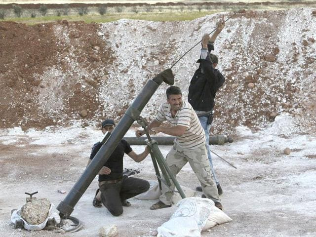 Free-Syrian-Army-fighters-prepare-to-fire-a-mortar-towards-forces-loyal-to-Syria-s-President-Bashar-Al-Assad-in-southern-Idlib-countryside-Reuters