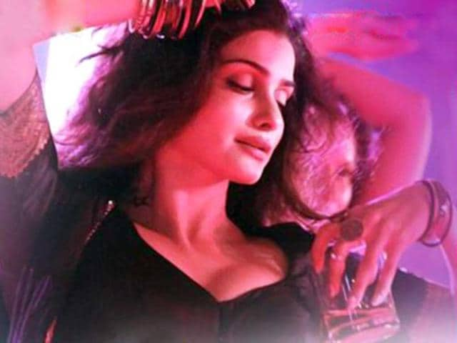 Prachi-Desai-dons-sexy-new-avatar-in-Ek-Villain-song-Awari-Photo-Twitter
