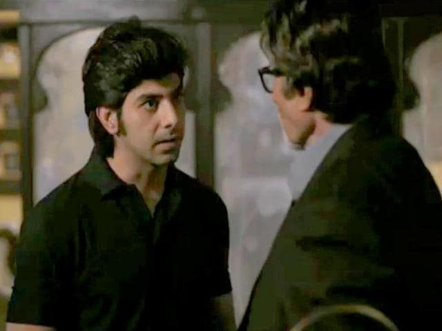 Pavail-Gulati-in-a-scene-with-Amitabh-Bachchan-in-upcoming-show-Yudh
