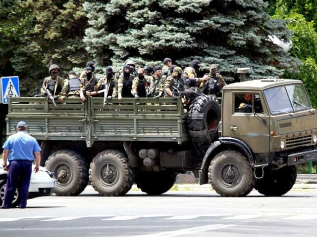 Ukrainian-troops-ride-on-the-back-of-a-truck-near-the-site-of-fighting-in-the-eastern-Ukrainian-port-city-of-Mariupol-Reuters-photo
