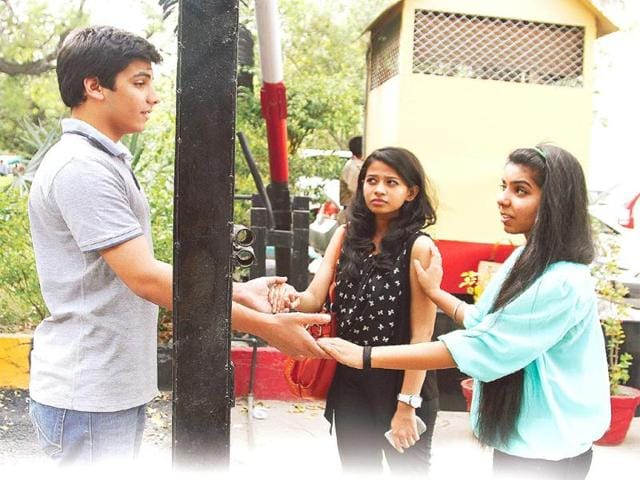 Akaknsha-Sonna-and-Nishtha-Singh-of-Kamala-Nehru-and-Lady-Irwin-colleges-repectively-welcome-a-boy-into-the-college-premises-HT-Photo-Waseem-Gashroo