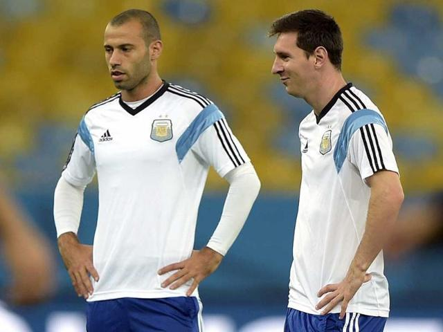 Argentina-s-forward-Lionel-Messi-R-gestures-next-to-midfielder-Javier-Mascherano-during-a-training-session-at-Maracana-stadium-in-Rio-de-Janeiro-ahead-of-their-World-Cup-match-against-Bosnia-and-Hercegovina-AFP-Photo