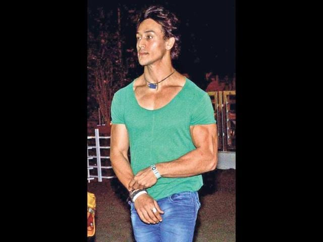 Tiger-Shroff-was-spotted-with-family-on-dinner-on-the-occasion-of-his-mother-s-birthday-HT-Photo-Prodip-Guha