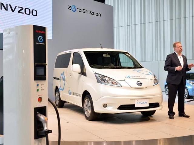 Chief-planning-officer-for-Japan-s-auto-giant-Nissan-Andy-Palmer-R-speaking-about-the-company-s-new-commercial-electric-vehicle-e-NV200-at-the-company-s-headquarters-in-Yokohama-suburban-Tokyo-Photo-AFP