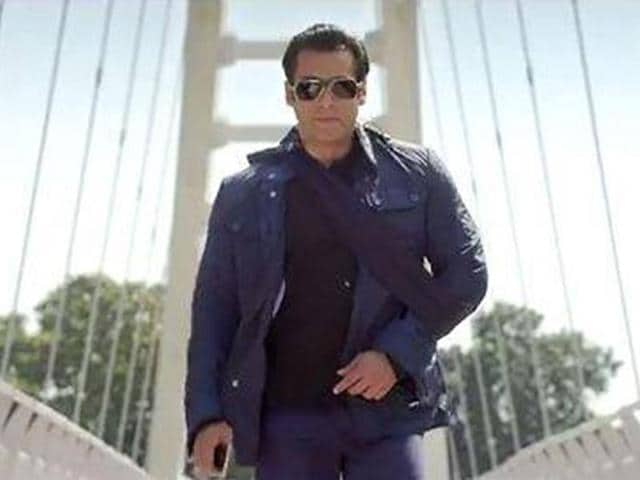 Salman-Khan-and-Karan-Johar-with-dancing-diva-Madhuri-Dixit