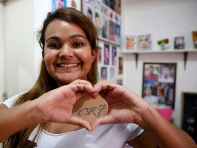 Yasmim-Cesar-makes-the-shape-of-a-heart-over-her-CR7-tattoo-Reuters-Photo