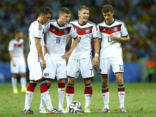 Germany-s-Mesut-Ozil-Toni-Kroos-Bastian-Schweinsteiger-and-Thomas-Mueller-discuss-their-free-kick-during-the-2014-World-Cup-Group-G-match-between-Germany-and-Ghana-at-the-Castelao-arena-in-Fortaleza-Reuters-Photo