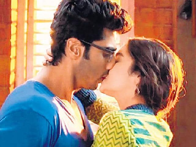No kisses please, we're Indian: Censors to have same rules for Hollywood, Bollywood