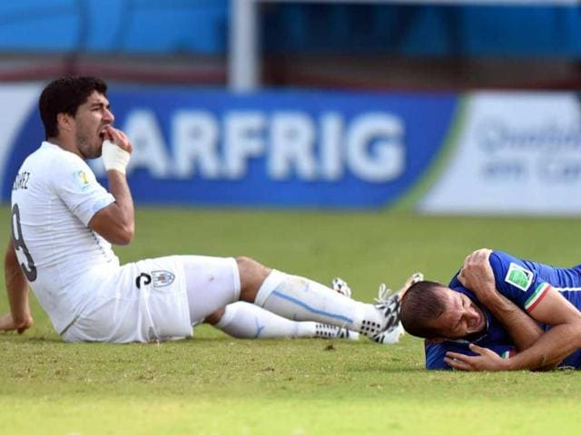 Uruguay-forward-Luis-Suarez-L-and-Italy-defender-Giorgio-Chiellini-during-a-Group-D-match-between-Italy-and-Uruguay-at-the-Dunas-Arena-in-Natal-during-the-2014-Fifa-World-Cup