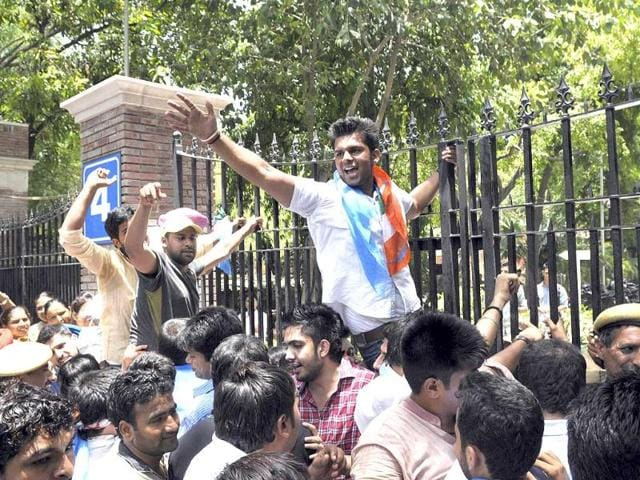 lucknow,medical college,student protest