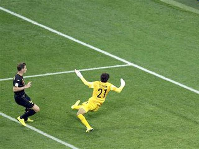 Belgium-s-Jan-Vertonghen-left-scores-a-goal-past-South-Korea-s-goalkeeper-Kim-Seung-gyu-during-the-group-H-World-Cup-soccer-match-between-South-Korea-and-Belgium-at-the-Itaquerao-Stadium-in-Sao-Paulo-Brazil-AP-Photo