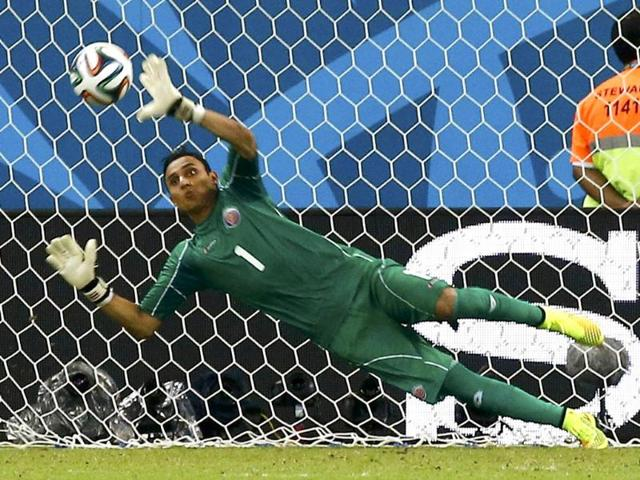 Costa-Rica-goalkeeper-Keylor-Navas-makes-a-save-during-the-2014-World-Cup-Round-of-16-game-against-Greece-at-the-Pernambuco-Arena-in-Recife-Brazil-Reuters-Photo
