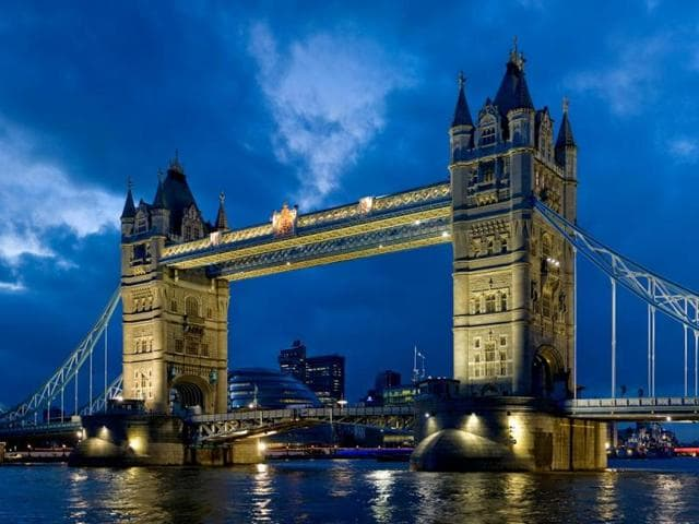 London's iconic bridge,Tower Bridge,Guildhall Art Gallery