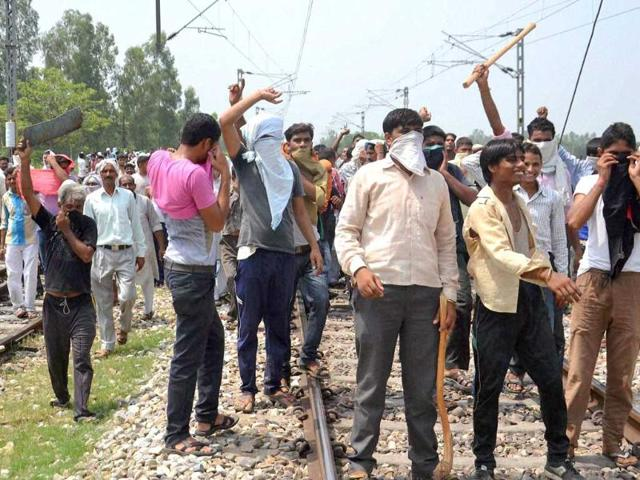 UP: BJP, police clash over temple loudspeaker