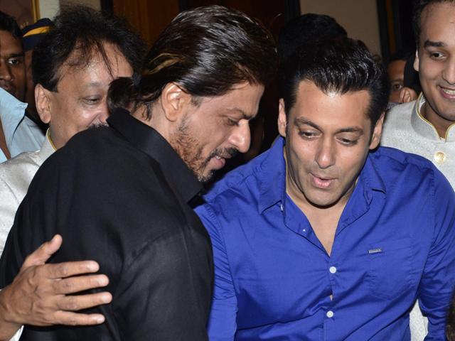 Salman Khan,Shah Rukh Khan,hug