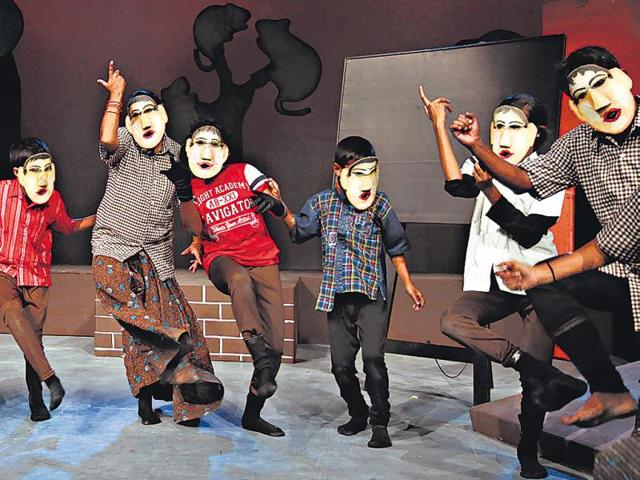 Abdul Latif Khatana,National School of Drama,Theatre artistes
