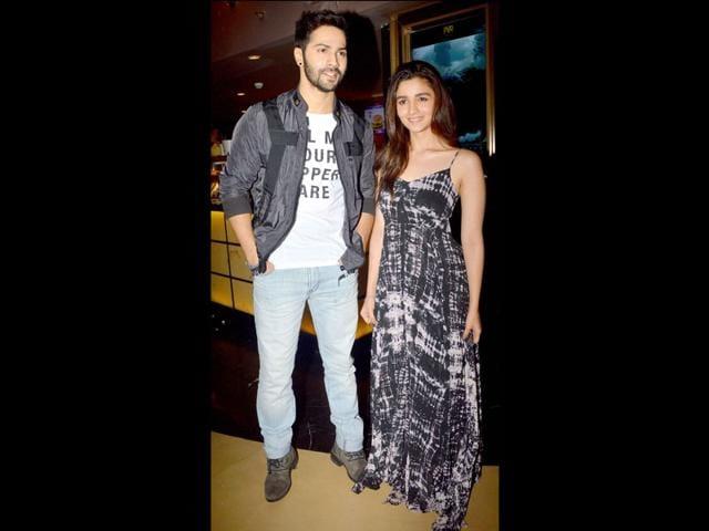 Humpty-Sharma-Ki-Dulhania-s-lead-pair-at--a-special-screening-of-the-movie-in-Mumbai