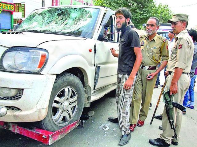 People-attacked-vehicle-carrying-policemen-in-civil-dress-near-Munawerabad-Chowk-in-Srinagar-on-Saturday-Waseem-Andrabi-HT
