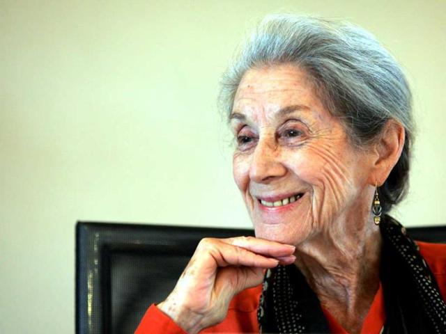 File-photo-of-Nadine-Gordimer-attending-memorial-for-Nelson-Mandela-s-biographer-and-former-Drum-editor-late-Anthony-Sampson-Reuters-Photo