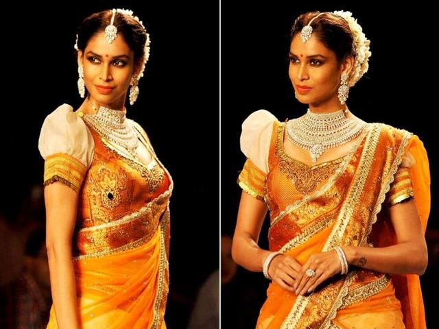 Actor Amrita Patki walks the ramp showcasing the jewellery by Indian Institute of Gems and Jewellery (IIGJ) during the IIJW in Mumbai, on July 14, 2014.
