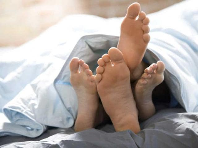 Naked--sleepers-are-the-most-happy-with-their-partners