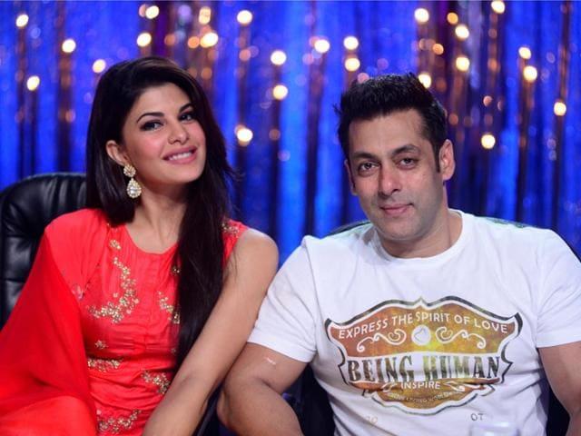 Jacqueline-Fernandes-and-Salman-Khan-on-the-sets-of-Jhalak-Dikhhla-Jaa-7