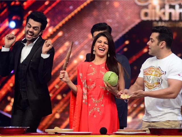 Fun-filled moment on the sets of Jhalak Dikhhla Jaa 7 Salman Khan, Jacqueline Fernandes and Manish Paul.