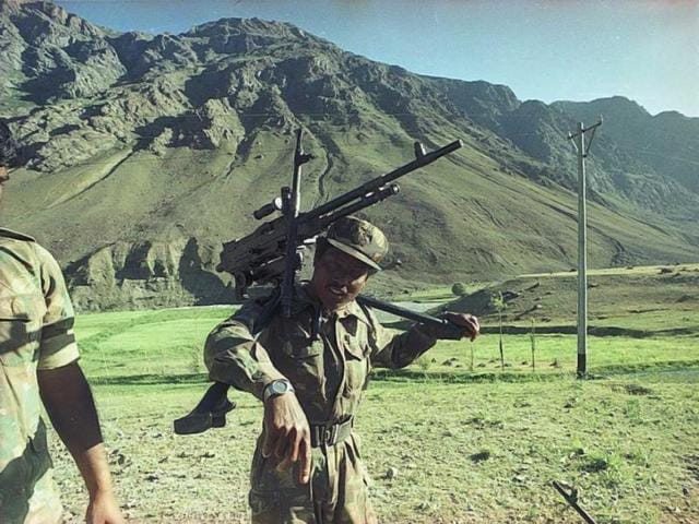Indian Army soldiers on way to Dras sector during the Kargil conflict. (Manish Swarup/HT Photo)