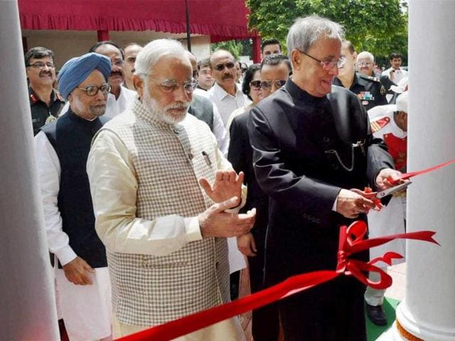 President-Pranab-Mukherjee-with-Prime-Minister-Narendra-Modi-and-former-prime-minister-Manmohan-Singh-inaugurating-the-newly-created-museum-at-Rashtrapati-Bhavan-in-New-Delhi-on-Friday-PTI-Photo