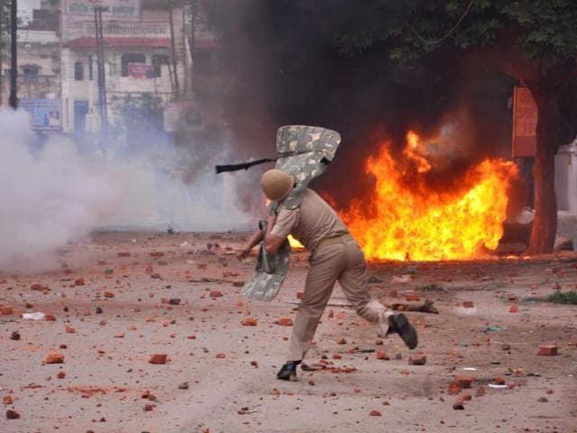 A-policeman-disperses-mobs-during-a-clash-in-Saharanpur-Uttar-Pradesh-HT-Photo