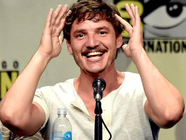 SPOILERS-Pedro-Pascal-made-constant-references-to-the-way-his-character-the-late-Oberyn-Martell-died-in-the-last-season-by-squeezing-his-head-as-is-seen-here