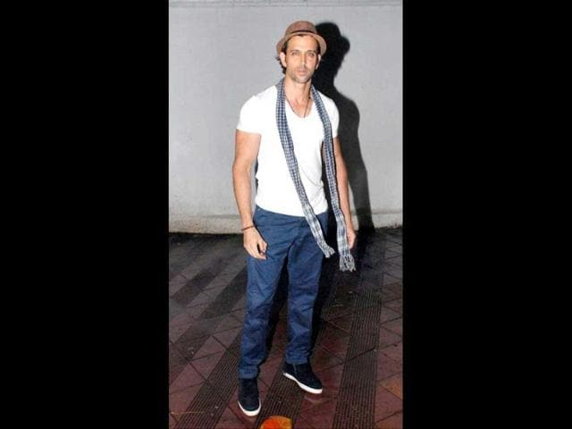 Hrithik-Roshan-spotted-at-a-Mumbai-theatre-Photos-Yogen-Shah