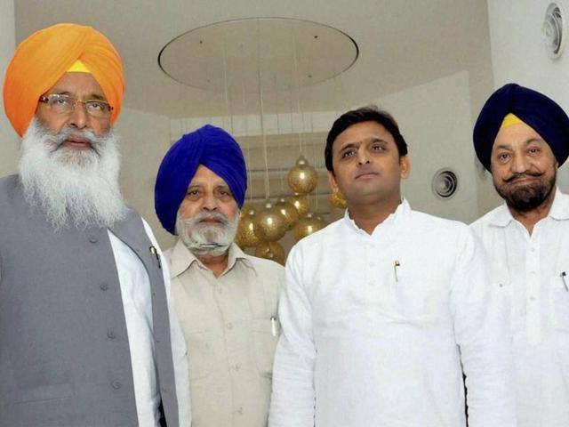 A-three-member-delegation-meeting-Uttar-Pradesh-CM-Akhilesh-Yadav-on-Saharanpur-clashes-in-Lucknow-on-Monday-PTI-Photo