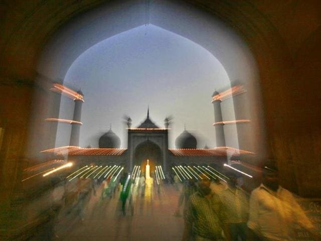 Illuminated Jama Masjid on the eve of Eid in New Delhi. (HT Photo/Raj K Raj)