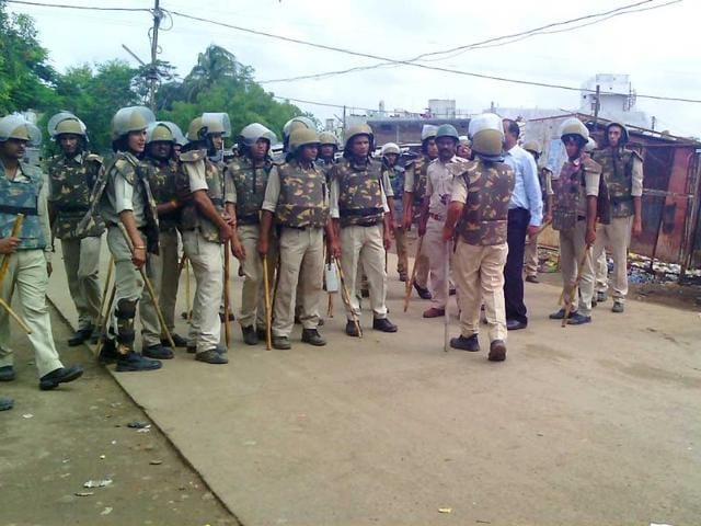 Police-force-deployed-in-Chippa-Colony-in-Khandwa-Sunil-Kerhalkar-HT-photo