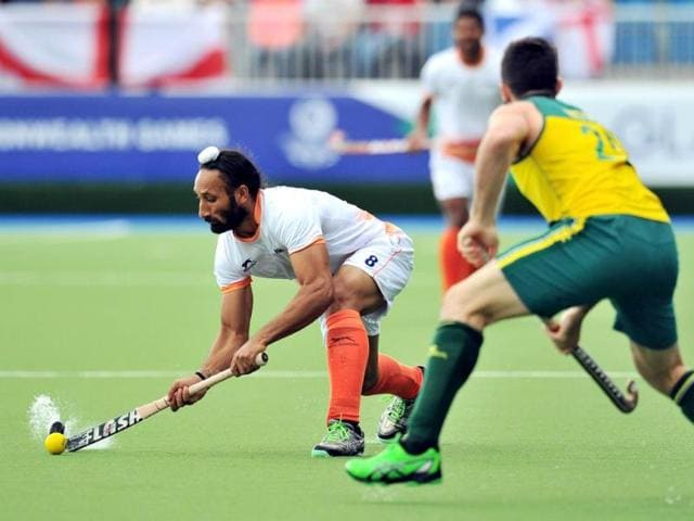 Sardar-Singh-L-passes-the-ball-past-Australia-s-Trent-Mitton-R-during-their-men-s-field-hockey-match-against-Australia-at-the-Glasgow-National-Hockey-Centre-at-the-2014-Commonwealth-Games-AFP-Photo