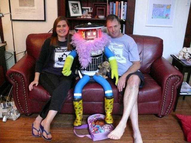 This-photo-obtained-July-31-2014-shows-creators-Dr-Frauke-Zeller-of-Ryerson-University-and-Dr-David-Harris-Smith-of-McMaster-University-with-hitchBOT-AFP-Photo