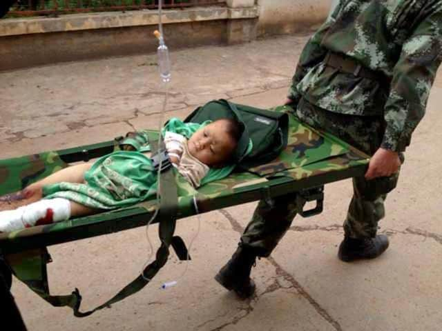 Rescuers-carry-an-injuried-child-on-a-stretcher-after-a-6-1-magnitude-earthquake-hit-the-area-in-Ludian-county-in-Zhaotong-southwest-China-s-Yunnan-province-AFP-photo