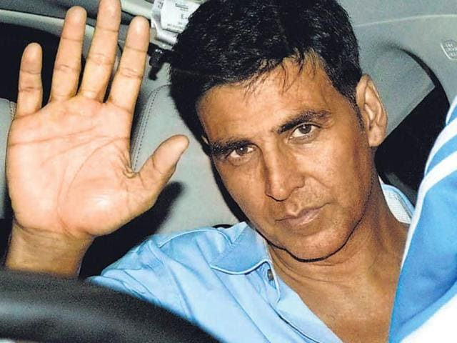 Akshay-Kumar-waves-to-his-fans-at-an-event-in-Mumbai-HT-photo