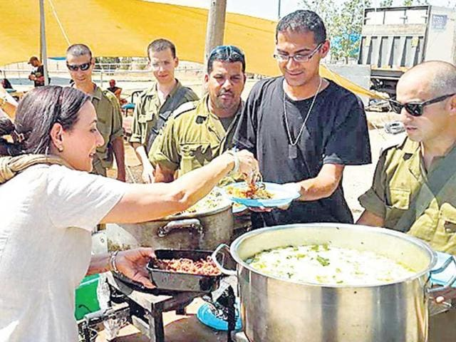 Reena-Pushkarna-serves-biryani-to-Israeli-soldiers-near-Gaza-HT-Photo