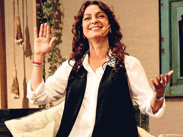 An-animated-Juhi-Chawla-addressed-an-audience-at-an-event-hosted-in-Mumbai-Photos-Yogen-Shah
