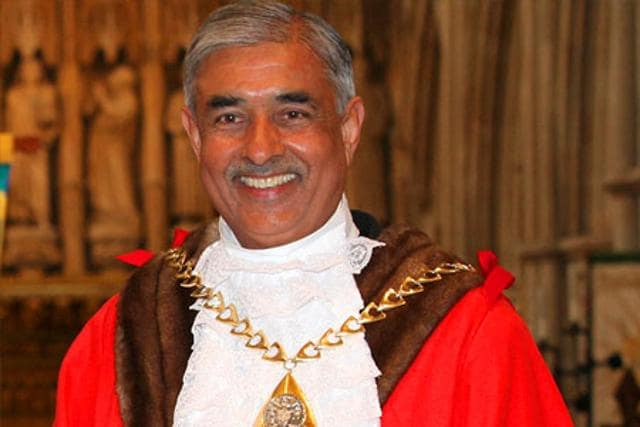 Sunil-Chopra-in-mayoral-attire-at-his-installation-ceremony