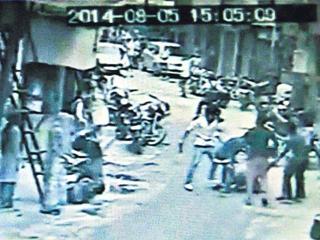 Delhi: Juveniles stab youth to death, caught on CCTV