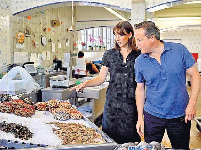 UK-Prime-Minister-David-Cameron-and-his-wife-Samantha-at-a-seafood-market-in-Cascais-during-a-holiday-in-Portugal-Reuters-photo