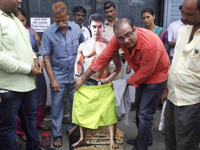 Aamir Khan,Aamir Khan dresses up,PK poster nude