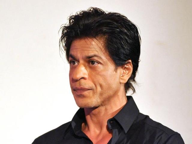SRK-strikes-a-pose