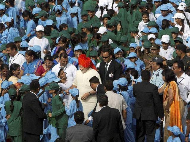 Prime-Minister-Narendra-Modi-meets-school-children-after-addressing-the-nation-from-Red-Fort-PTI-Photo